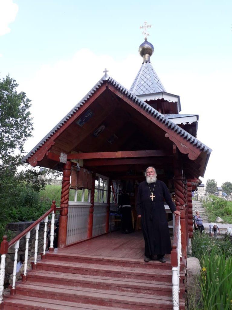 Отец Сергий Городенский настоятель храма Николая Чудотворца в Кикерино.